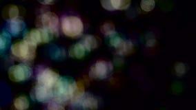 Mosca pequena abstrata do bokeh das luzes Movimento lento Fundos pretos video estoque