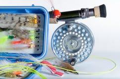 Mosca Rod dell'acqua salata e bobina con la casella della mosca Immagine Stock