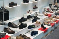 Mosca, Russia - 30 agosto 2016 deposito delle calzature e degli accessori di modo in centro commerciale Zelenopark Fotografia Stock Libera da Diritti