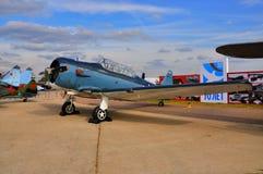 MOSCA, RUSSIA - AGOSTO 2015: texano degli aerei di istruttore T-6 presentato Immagini Stock Libere da Diritti
