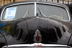 MOSCA, RUSSIA - 16 aprile 2016: automobile sovietica d'annata, mostra di Zim GAZ-12 di Mosgortrans Immagine Stock Libera da Diritti