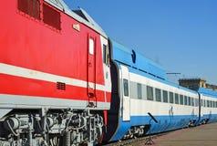 Mosca, Russia - 1° aprile 2017 EP200 - locomotiva elettrica di CA e treno ad alta velocità ad alta velocità sperimentali di Sokol Immagini Stock