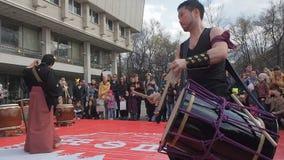 Mosca, Russia, aprile 24,2016: Festival Hinode di Japanise Il musicista giapponese sta giocando sul musical tradizionale archivi video