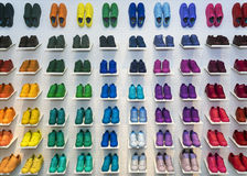 MOSCA, RUSSIA - 12 APRILE: Scarpe di originali di Adidas in uno stor della scarpa Fotografie Stock