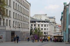 Mosca, Russia - 27 aprile 2019: Vicolo di Stoleshnikov del pedone nel centro storico della città fotografia stock