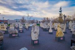 MOSCA, RUSSIA 24 APRILE, 2018: Vista delle sculture moderne nel parco di Mosca delle arti Muzeon che i monumenti caduti parcheggi Fotografia Stock Libera da Diritti