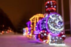 MOSCA, RUSSIA - 15 DICEMBRE 2018: Decorazioni all'aperto luminescenti vaghe di Natale e del nuovo anno nel parco di Sireneviy Ind immagine stock libera da diritti