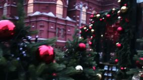 Mosca, Russia - 21 dicembre 2017: La folla al Natale commercializza giusto sul quadrato rosso stock footage