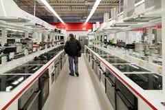 Mosca, Russia - 2 febbraio 2016 fornelli in Eldorado, grandi catene di negozi che vendono elettronica Immagine Stock Libera da Diritti