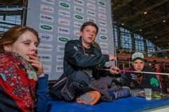Mosca, Russia - 25 febbraio 2017: Il pescatore professionista conduce la presentazione dei wobblers e dell'attrezzatura per la pe Fotografia Stock Libera da Diritti