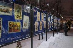 Mosca, Russia - 17 gennaio 2015 mostra della foto delle cartoline di Natale sul boulevard di Tverskoy Fotografie Stock