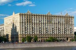 Mosca, Russia -03 giugno 2016 Camera di architettura sovietica sull'argine di Smolenskaya Immagine Stock Libera da Diritti