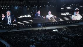 Mosca, Russia, il 4 aprile 2018 Steve Wozniak il co-fondatore dei calcolatori Apple dà la conferenza su innovazione e stock footage