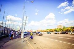 Mosca, Russia, l'8 agosto 2014, strade nel giorno soleggiato Fotografia Stock Libera da Diritti