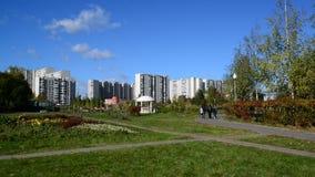 Mosca, Russia - 18 luglio 2016 Paesaggio della città del distretto Zelenograd stock footage