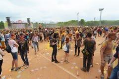 MOSCA, RUSSIA - 23 MAGGIO 2015: Festival dei colori Holi nello stadio di Luzhniki Le radici di questo fest sono in India, in cui  Immagine Stock