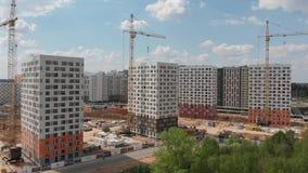 Mosca, Russia - 7 maggio 2019 Gli edifici residenziali hanno costruito PIK ? pi? grandi societ? di costruzioni in Russia stock footage