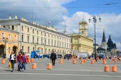 Mosca, Russia, maggio, 19, 2017 La costruzione delle stazioni ferroviarie centrali di dipartimento, di Leningradsky e di Yaroslav Fotografia Stock Libera da Diritti
