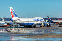 MOSCA, RUSSIA - 22 MARZO 2012: Boeing 747 di Transaero al Fotografie Stock