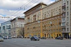 Mosca, Russia - 14 marzo 2016 Traffico sull'anello del giardino Koltso di Sadovoe - via principale circolare a Mosca centrale Fotografie Stock