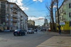 Mosca, Russia - 14 marzo 2016 Via di Novoryazanskaya delle strade trasversali e Pereulok Basmanny Fotografia Stock Libera da Diritti