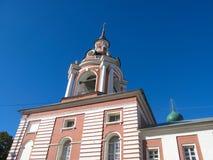 MOSCA, RUSSIA - 5 OTTOBRE 2016: MOSCA, RUSSIA - 5 OTTOBRE 2016: Monastero di Znamensky sulla via della st Barbara a Mosca Fotografie Stock Libere da Diritti