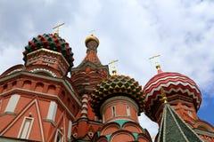 Mosca, Russia, quadrato rosso, tempio di basilico il monumento benedetta, di Minin e di Pojarsky Immagine Stock