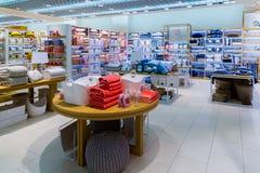 Mosca, Russia - 15 settembre 2017 Biancheria da letto nel deposito di Zara Home del negozio nel centro commerciale Zelenopark Fotografie Stock Libere da Diritti