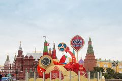 MOSCA, RUSSIA - 28 SETTEMBRE 2017: Guardi il conto alla rovescia prima dell'inizio della coppa del Mondo 2018 della FIFA al quadr Fotografia Stock