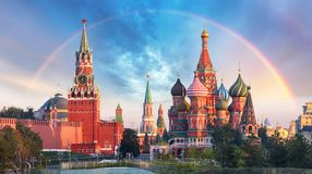 Mosca - vista panoramica del quadrato rosso con il Cremlino di Mosca fotografie stock libere da diritti