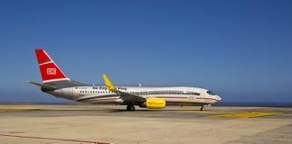 MOSCA Zug Zum Flug, Boeing 737-800 de TUI Imágenes de archivo libres de regalías