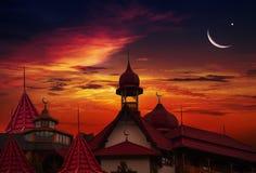Moschea al tramonto Paesaggio della città Immagine Stock Libera da Diritti