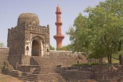 Moschea all'interno della fortificazione di Daulatabad fotografia stock libera da diritti