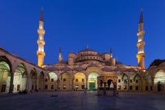Moschea blu alla notte immagini stock