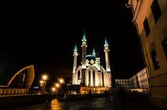 Moschea che emette luce nella notte Immagini Stock Libere da Diritti