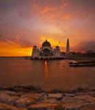 Moschea degli stretti del Malacca di luce solare Fotografia Stock