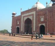 Moschea dell'arenaria rossa nel complesso di Taj Mahal Fotografia Stock Libera da Diritti
