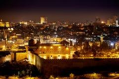 Moschea di Al-Aqsa a Gerusalemme alla notte Immagini Stock