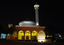Moschea di Bastakiya alla notte fotografia stock libera da diritti