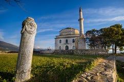 Moschea di Fethiye con la tomba di Ali Pasha nella priorità alta ed il museo bizantino, Giannina, Grecia immagini stock libere da diritti