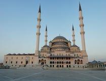 Moschea di Kocatepe a Ankara sul tramonto Fotografie Stock Libere da Diritti