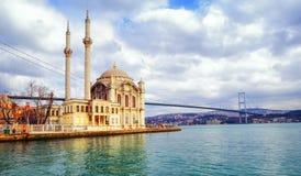 Moschea di Ortakoy e ponte di Bosphorus, Costantinopoli, Turchia Fotografie Stock