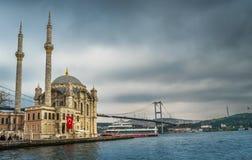 Moschea di Ortakoy, il Bosforo, Costantinopoli, Turchia fotografie stock libere da diritti