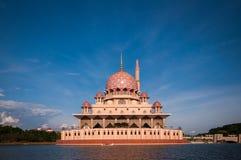 Moschea di Putra a Putrajaya, Malesia Fotografie Stock Libere da Diritti