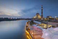 Moschea di Putra a Putrajaya, Malesia Fotografia Stock Libera da Diritti