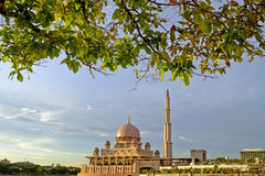 Moschea di Putra a Putrajaya, punto di riferimento famoso in Malesia Immagini Stock