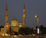 Moschea Dubai di Jumeirah dopo il tramonto Fotografia Stock Libera da Diritti