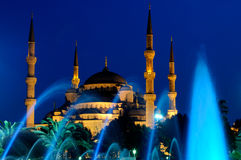 Moschea e fontana blu Fotografie Stock Libere da Diritti