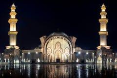 Moschea federale di Kuala Lumpur alla notte con bella illuminazione fotografie stock