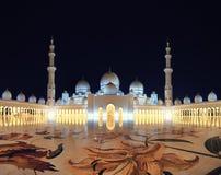 Moschee in Abu Dhabi nachts Lizenzfreie Stockfotografie